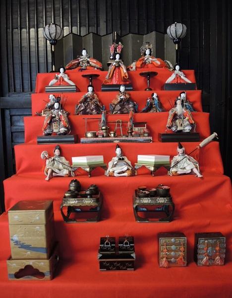 飾り 配置 雛 京人形のプロが解説。知っておきたいお雛様の飾り方と習わし